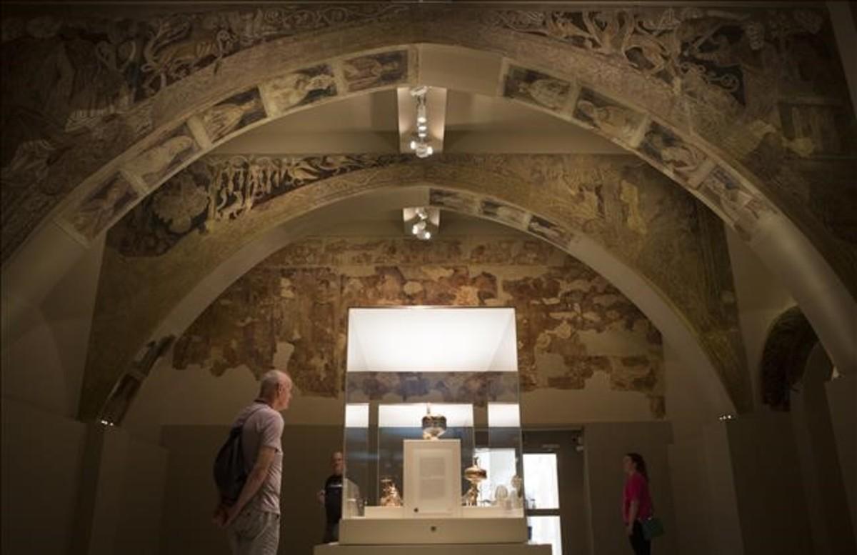 La sala del Museu Nacional donde se exponen las pinturas murales de la sala capitular del monasterio de Sijena salvadas por Josep Gudiol.
