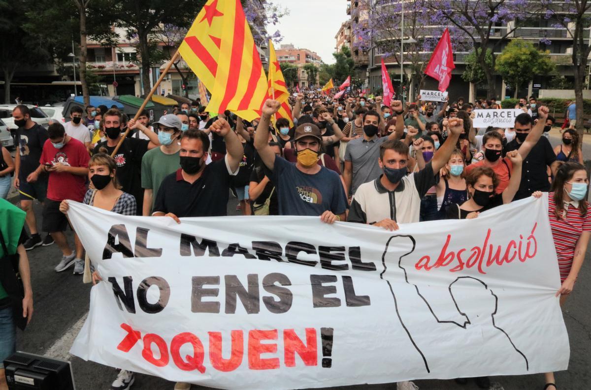 El frente de la manifestación en Badalona de apoyo a Marcel Vivet.