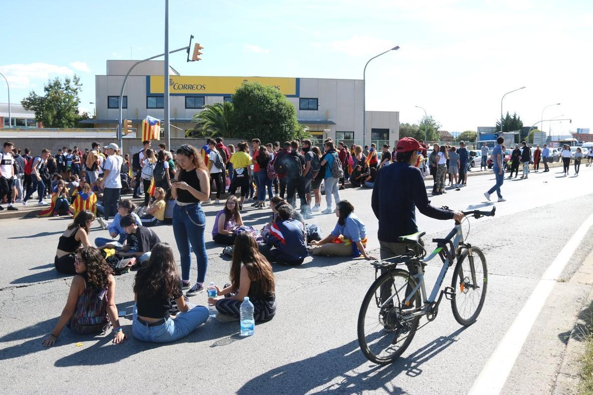Protesta de estudiantes de Sabadell en la carretera C-58.
