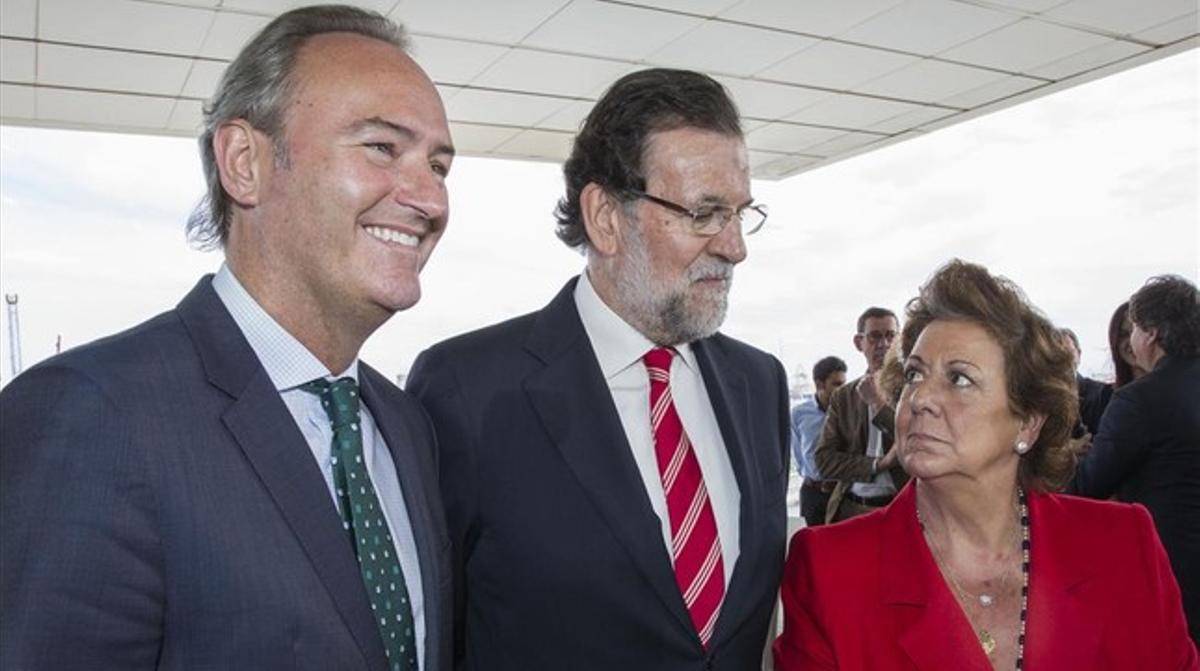 Mariano Rajoy entre Alberto Fabra y Rita Barberá, en un acto en Valencia.