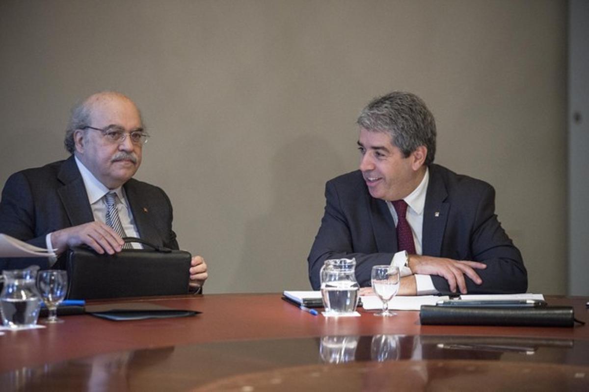 Francesc Homs (derecha), junto al 'conseller' de Economia, Andreu Mas-Colell, durante una reunión del Govern.