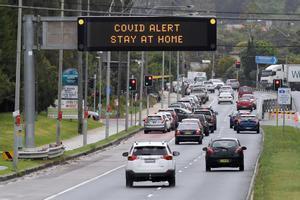 Australia confina un distrito de Sidney debido a un brote de covid-19.