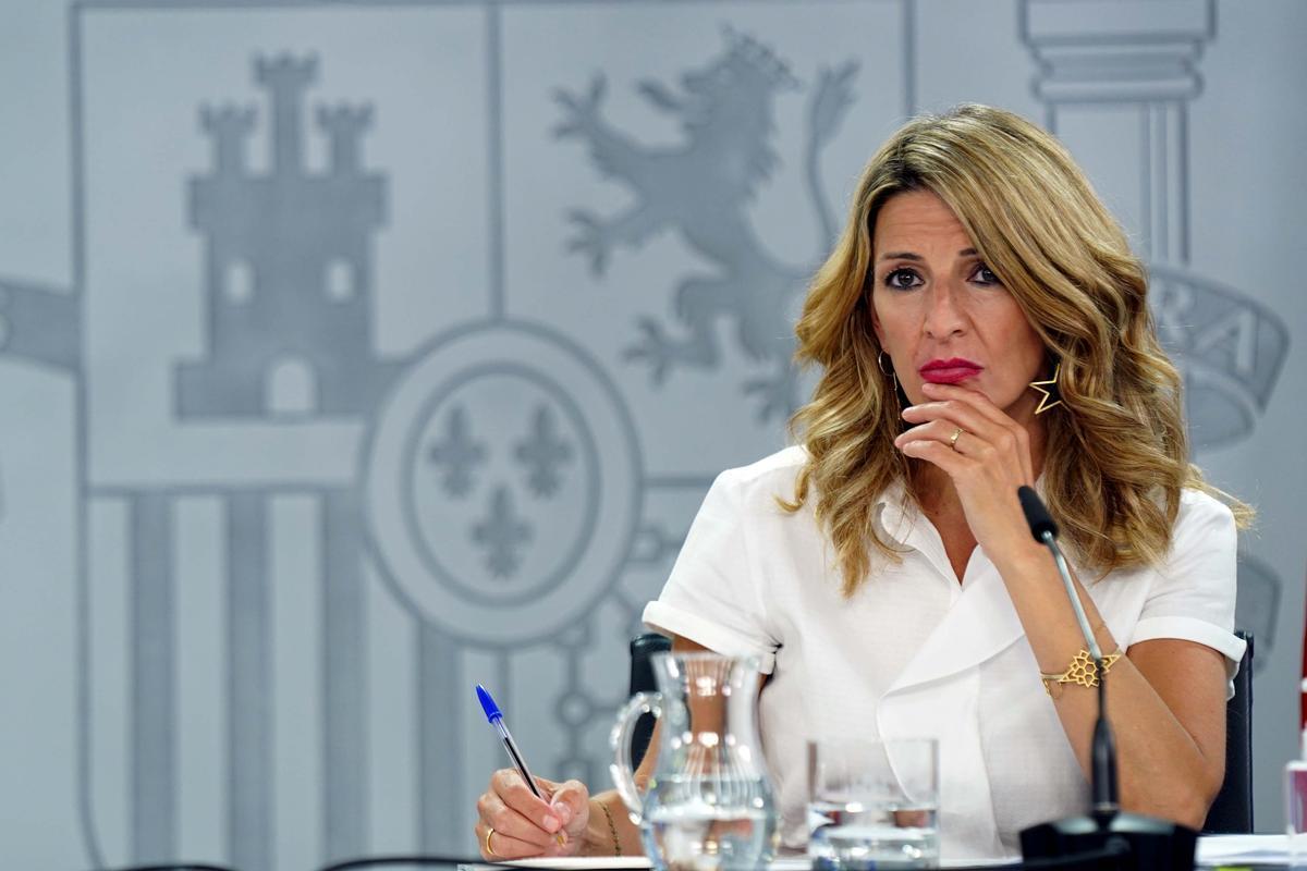 La vicepresidenta tercera y ministra de Trabajo y Economía SocialYolanda Díaz, en una rueda de prensa en La Moncloa.
