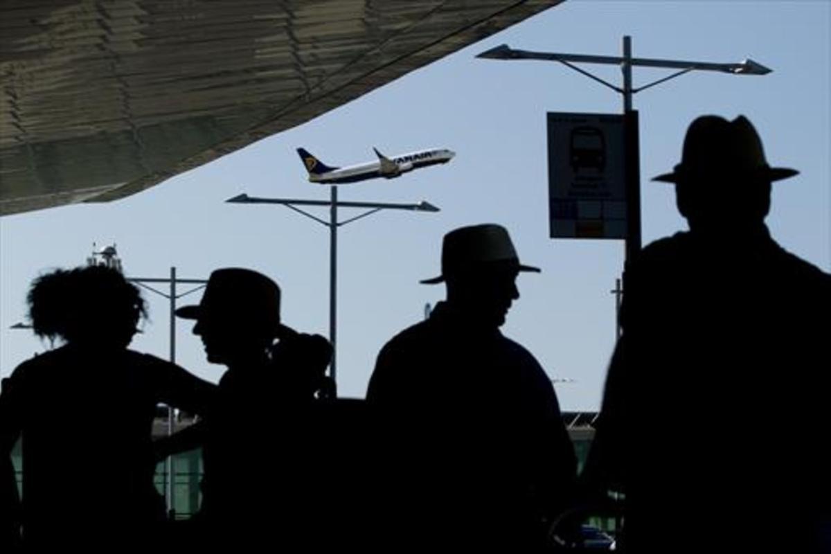 Pasajeros en la Terminal 1 del aeropuerto de Barcelona-El Prat.