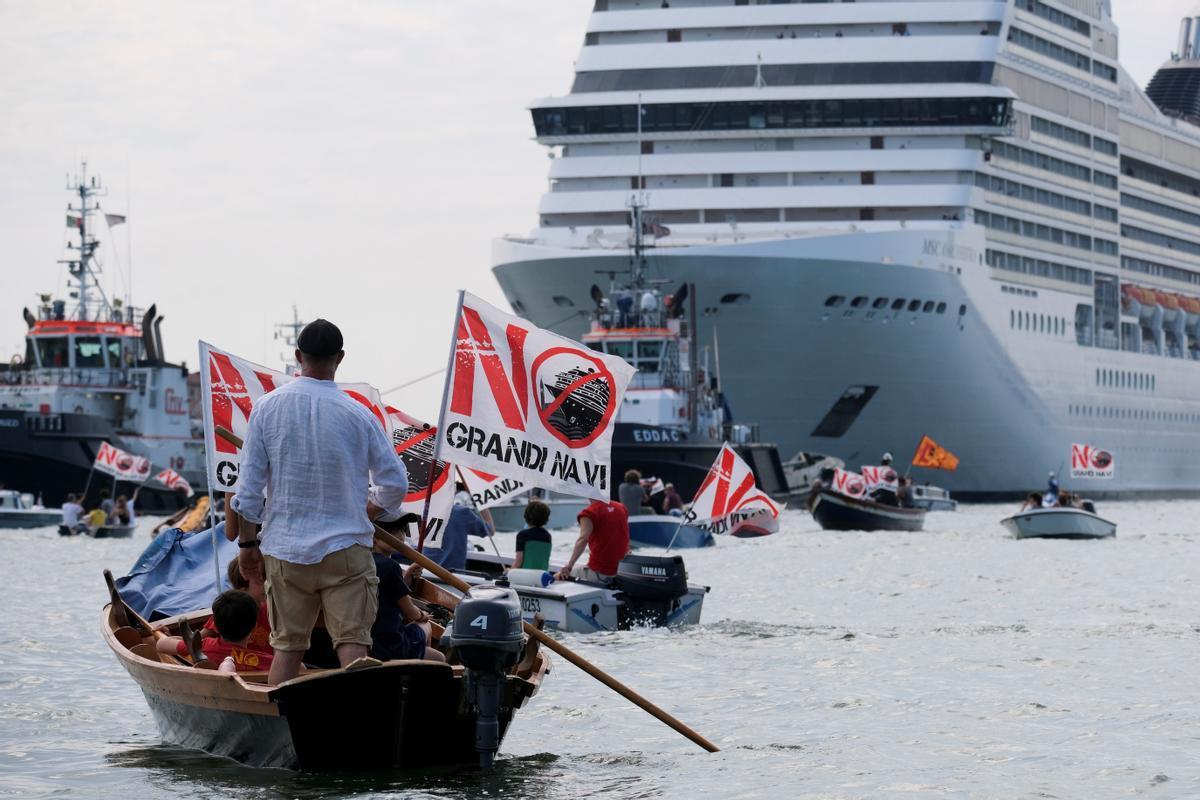 Protesta de los residentes en la ciudad italiana de Venecia contra la presencia de los grandes cruceros