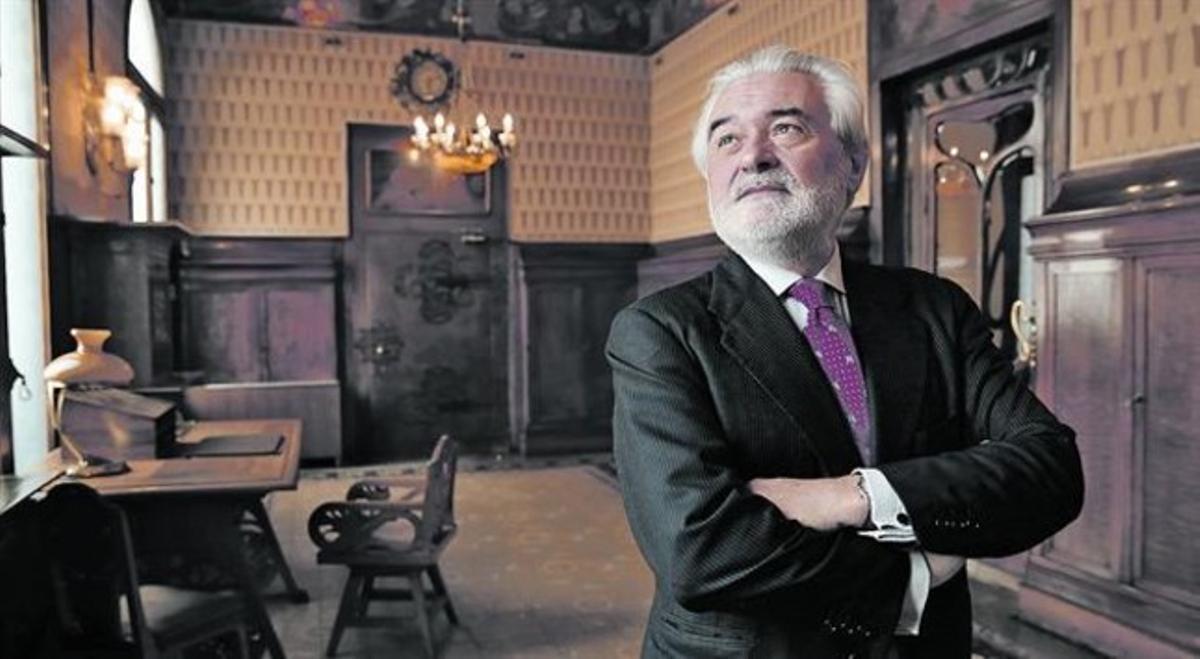 El director de la RAE, Darío Villanueva, en los salones del Cercle del Liceu.