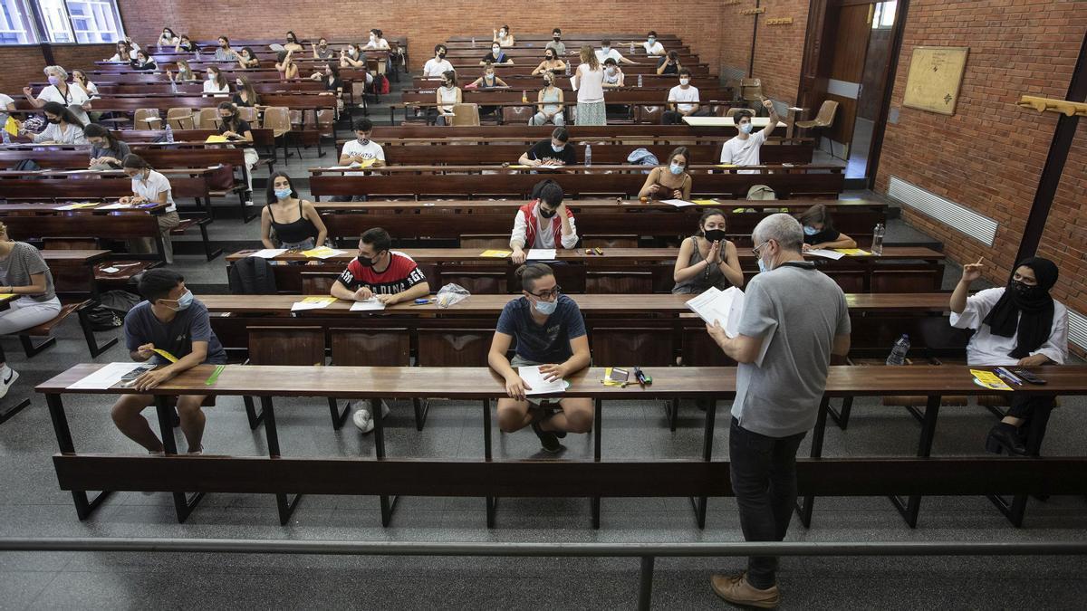 Pruebas de selectividad el pasado 8 de junio en la facultad de Economia i Empresa de la UB.