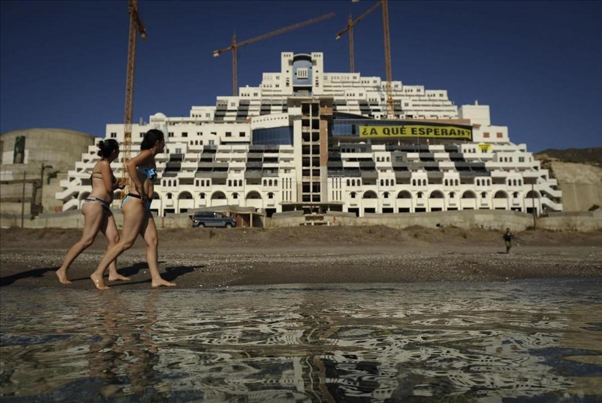 El hotel de El Algarrobico, en Almería.