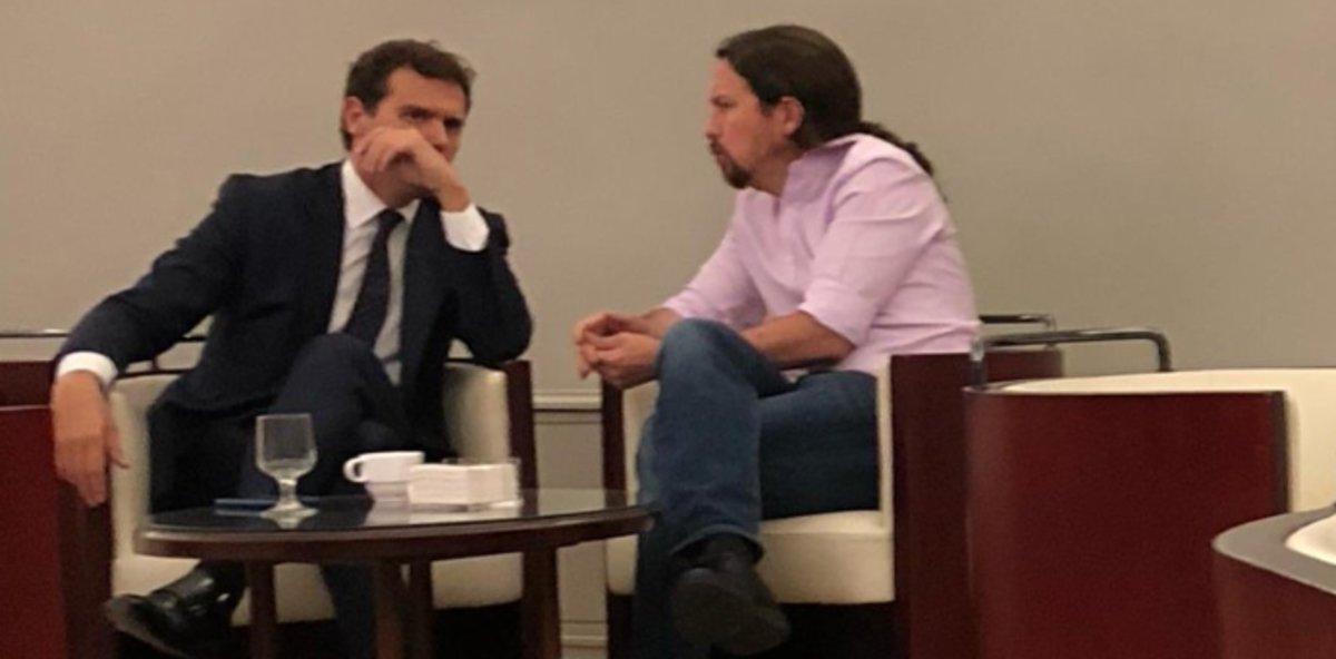 Foto de Iglesias y Rivera difundida en su cuenta de Twitter por el alcalde de Valladolid, Óscar Puente.