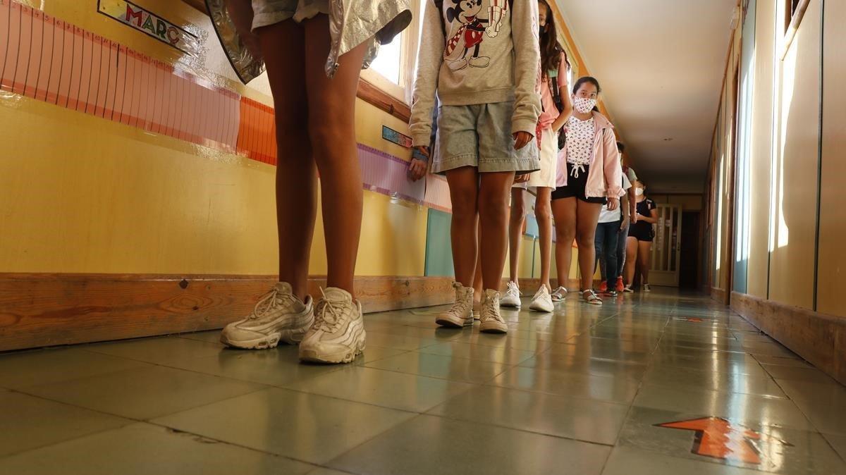 El curs comença amb 210 alumnes i 253 professors confinats