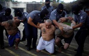 Pandilleros detenidos por la Policía en El Salvador.