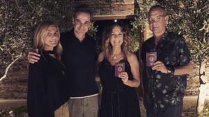 Tom Hanks y su mujer, Rita Wilson, con el primer ministro de Grecia, Kyriakos Mitsotakis, y su esposa.