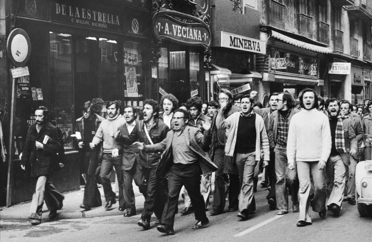 Manifestación obrera en el centro de Barcelona, en los años 70.
