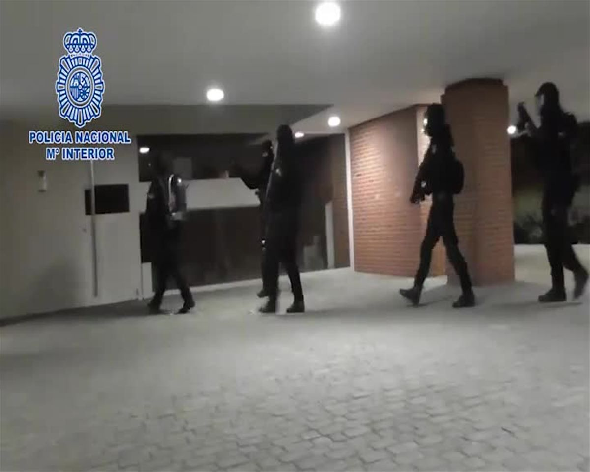 Vídeo facilitado por el Ministerio del Interior sobre la detención de un presunto yihadista en Mahadahonda.
