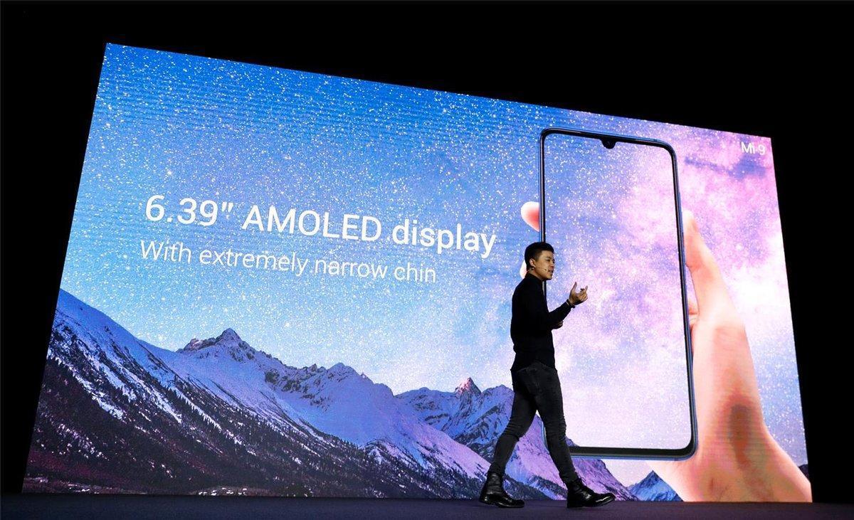 El director de producto de Xiaomi, Donovan Sung, presenta en el MWC19 de Barcelona el Xiaomi Mi 9.
