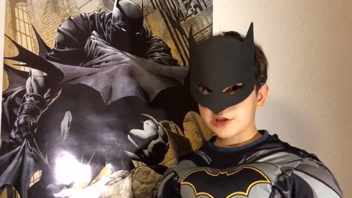 Un niño vestido de Batman envía un vídeo a 'En tu salón'.