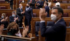 La moció aïlla Vox i dona aire a Casado