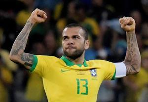 La conquista de la Copa América el 7 de julio pasado en Río de Janeiro permitió a Alves sumar 40 títulos en sus 19 años de carrera profesional.