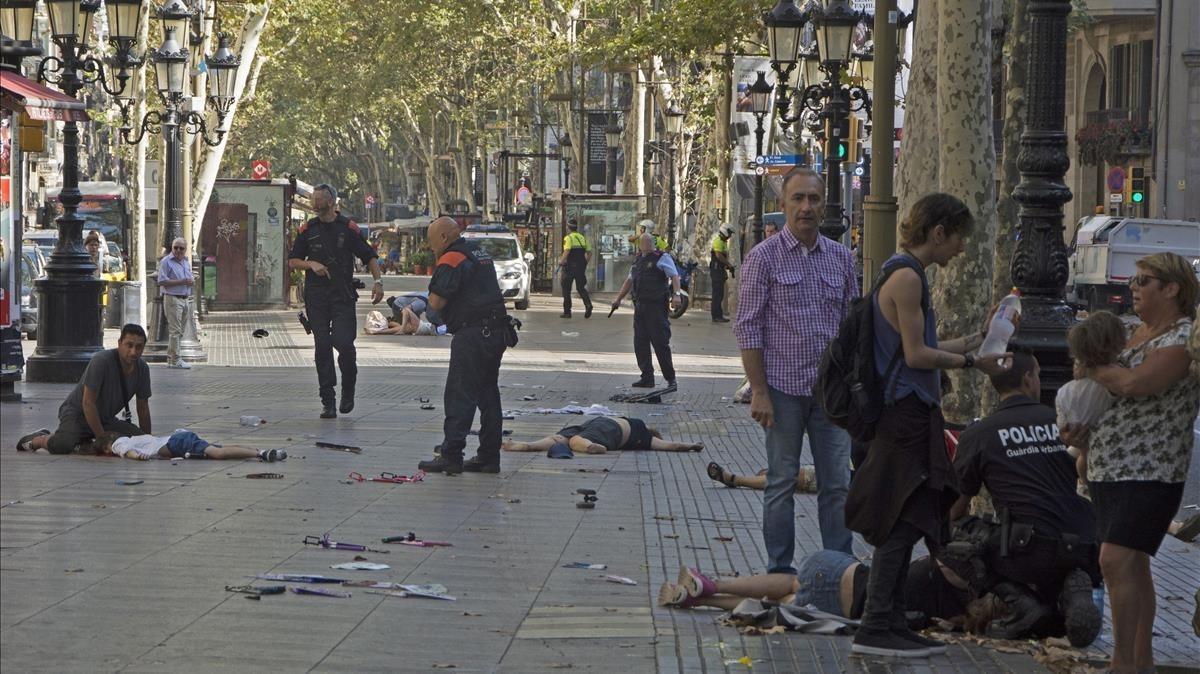 Varias victimas del atentado terrorista en la Rambla de Barcelona.
