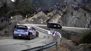 Dani Sordo conduce su Hyundai en el Rally de Montecarlo.
