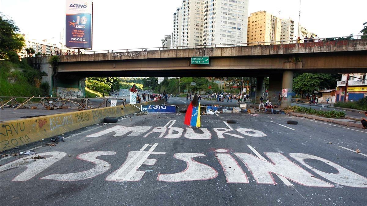 Pintada de Maduro Asesino en una calle de Caracas.
