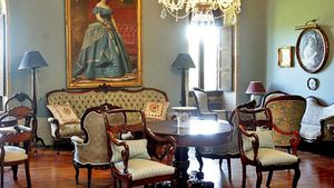 Muebles en uno de los salones del pazo de Meirás.