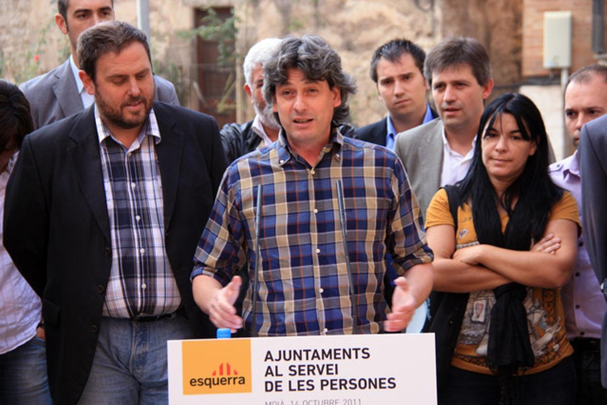 El alcalde de Moià, Dionís Guiteras, con otros regidores de ERC, en octubre.
