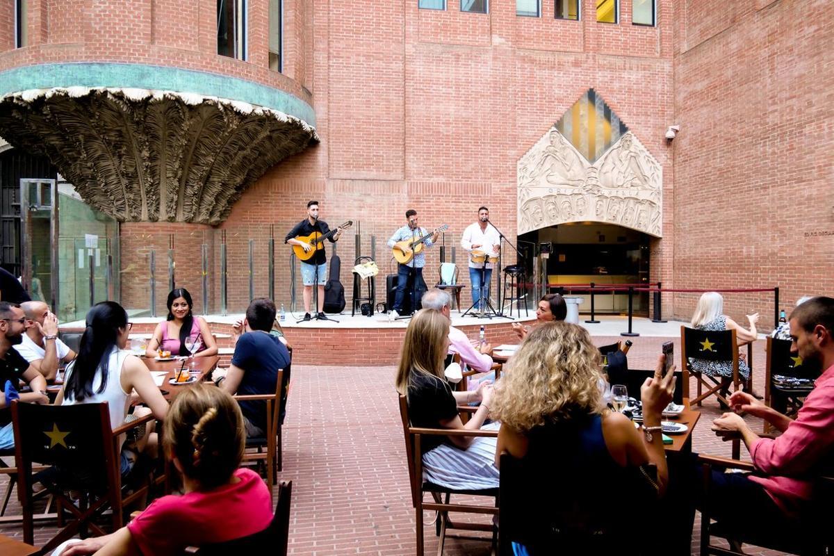 Aspecto de uno de los conciertos en la terraza del Palau.