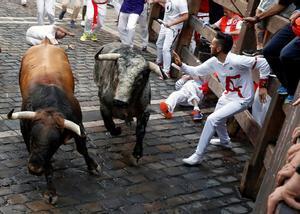 Paso de los toros por la curva de Mercaderes.
