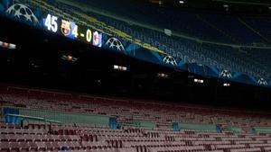 Una imagen del Camp Nou vacio tras un partido de Champions.