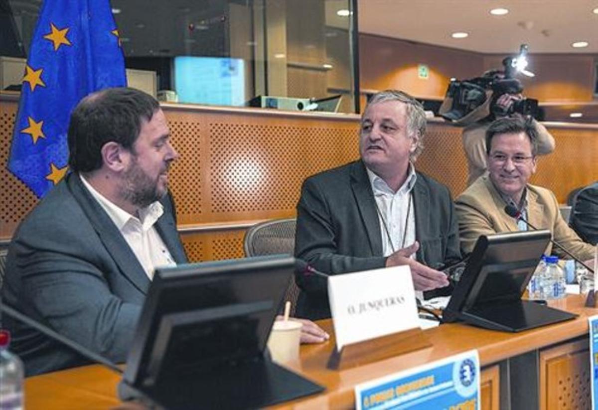 El presidente de ERC, Oriol Junqueras, ayer en Bruselas, antes de iniciar el acto de los Verdes europeos.