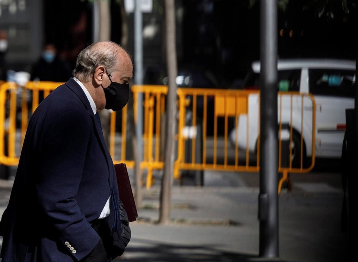 El exministro del Interior Jorge Fernández Díaz, a su salida de la Audiencia Nacional el pasado 30 de octubre, tras declarar como imputado en la 'operación Kitchen'.