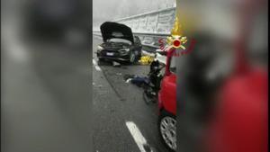 Al menos un muerto en choque en cadena en una autovía de los Alpes italianos.