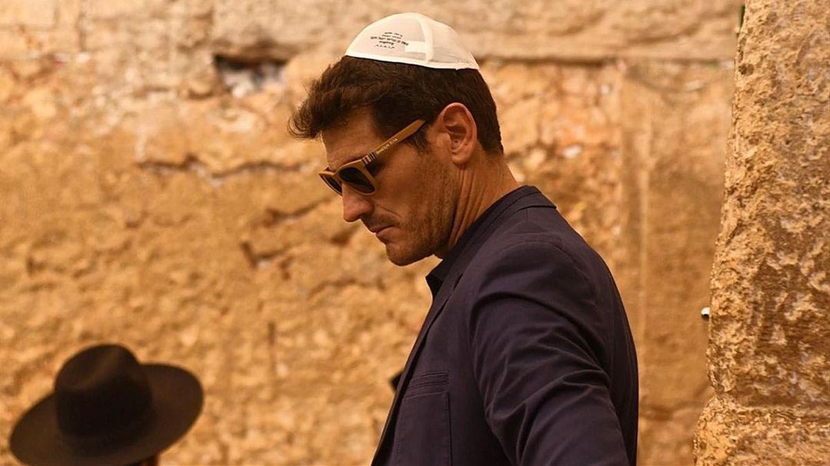 Un pensativo Iker Casillas visita Tierra Santa con 'kipa'
