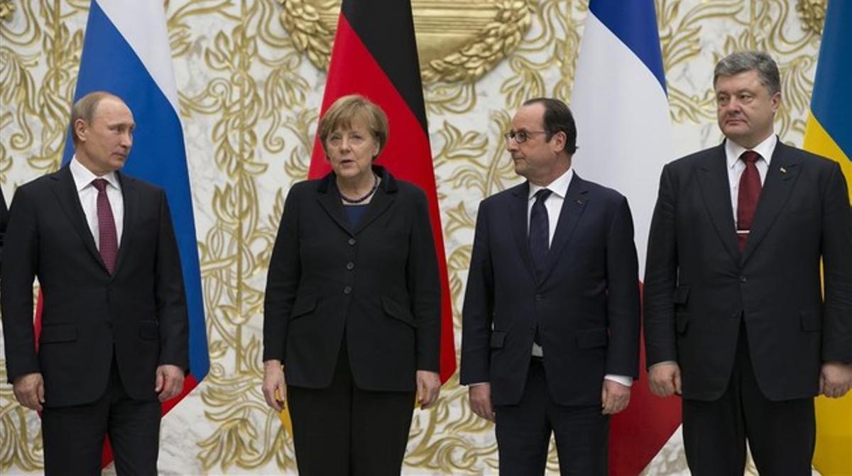 Merkel en Minsk, con Vladimir Putin, François Hollande y Petró Poroshenko, el 11 defebrero.