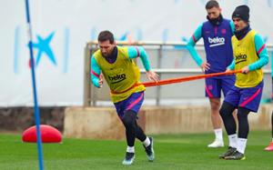 Messi y Griezmann, en un entrenamiento del Barça en la ciudad deportiva de Sant Joan Despí.