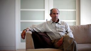 Philip Roth posa en su casa de Nueva York, en 2010.
