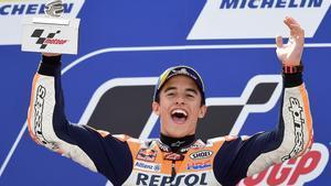 Marc Márquez celebra su victoria en el GP de Aragón de MotoGP.