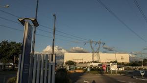 Imagen de la central nuclear de Fessenheim, a orillas del río Rhin.