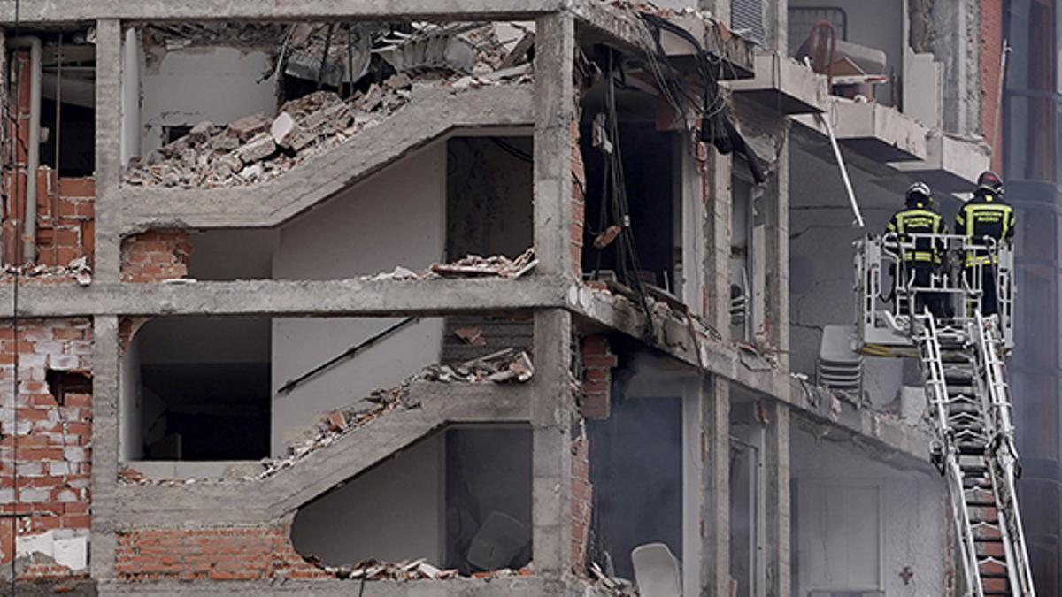 Tres muertos en la explosión de gas de un edificio en el centro de Madrid