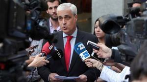 Germà Gordó atiende a los medios de comunicación, el pasado 9 de junio, por la tarde tras una reunión de Nova Convergència.