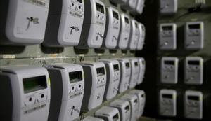 Los precios suben el 0,5 % en enero por la luz. En la foto, contadores eléctricos en un edificio de viviendas de Barcelona.
