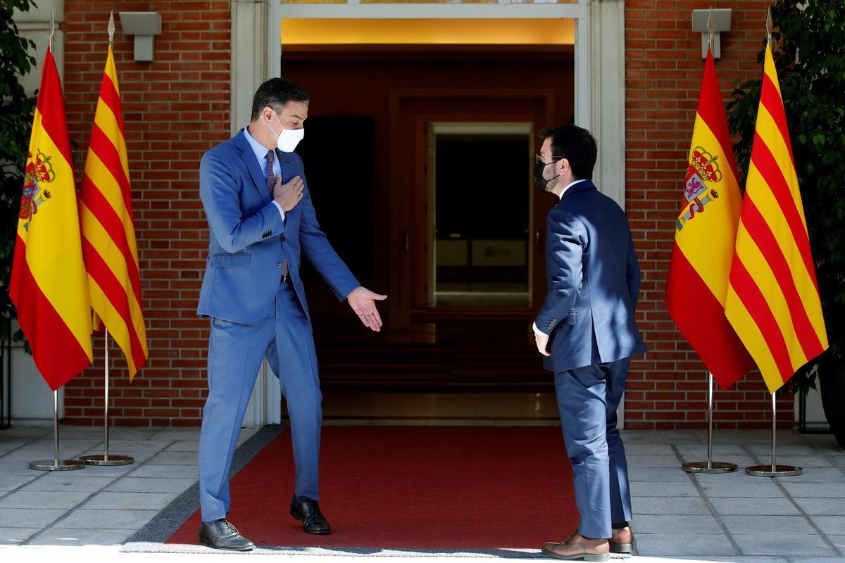 El presidente del Gobierno, Pedro Sánchez, y el de la Generalitat, Pere Aragonès, en La Moncloa.