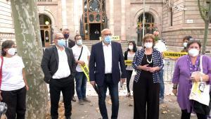 Mireia Boya, Lluís Corominas, Lluís Guinó, Anna Simó yRamona Barrufet, a las puertas del TSJC, el pasado julio.