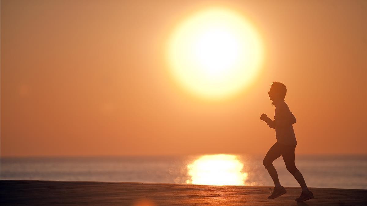 Con el horario de verano, el sol saldría a las 9:15 en enero en Barcelona