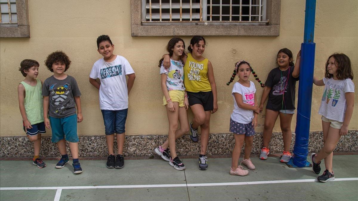 Alumnos de la escuela Octavio Paz, en Barcelona, durante el casal que organiza el centro.