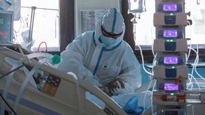 Fotografía de archivo de un paciente covid en UCI.
