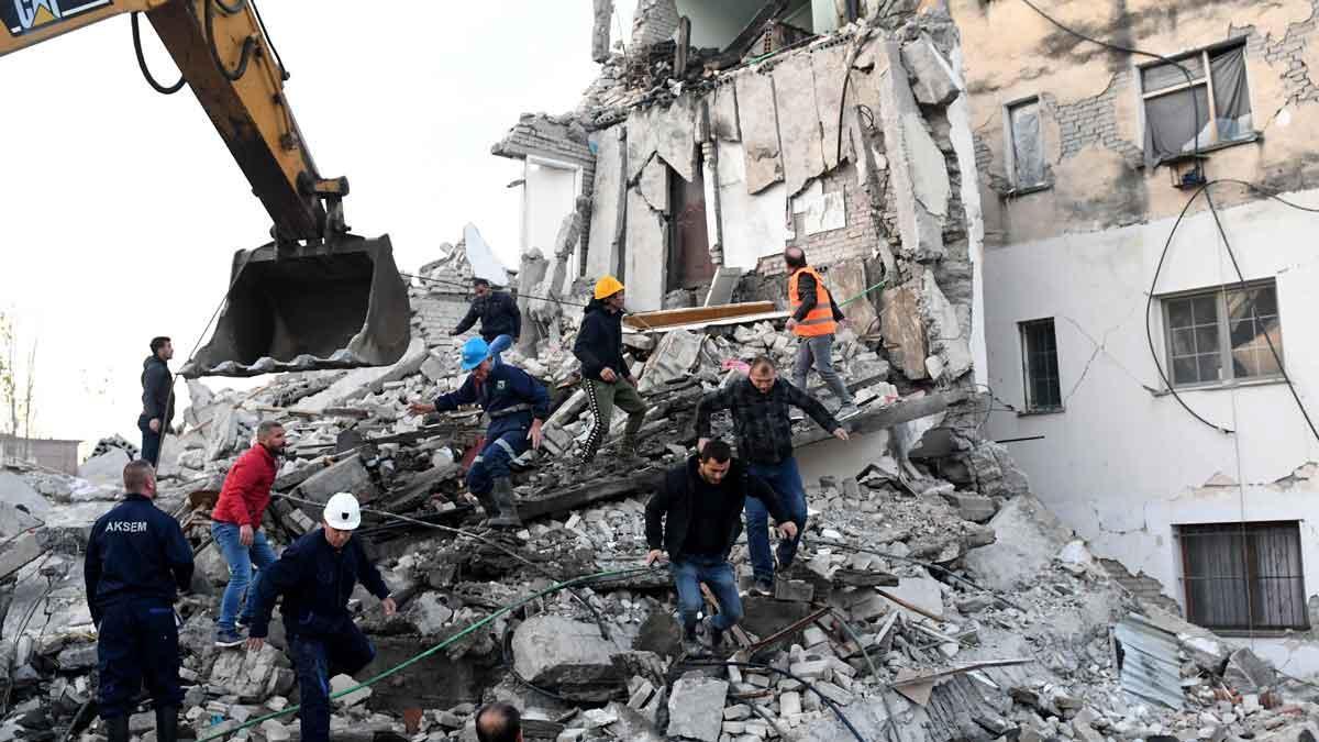 Varios muertos en el peor terremoto registrado en Albania.