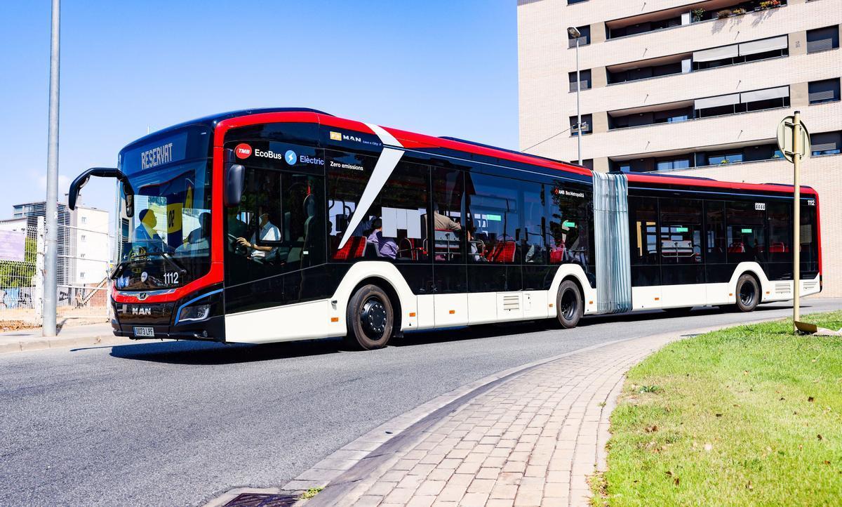 Un autobús 100% elèctric recorrerà cinc municipis del Baix Llobregat per la nova C-245