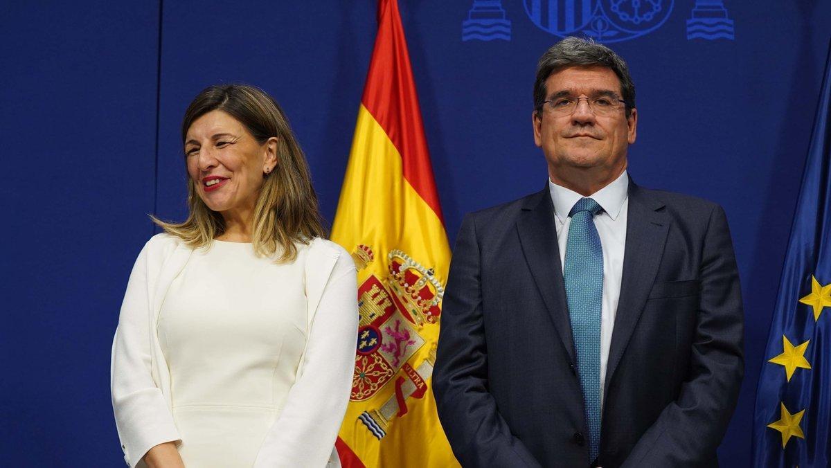 La ministra de Trabajo, Yolanda Díaz, y el ministro de Inclusión, José Luís Escrivá, en su toma de posesión como ministros.